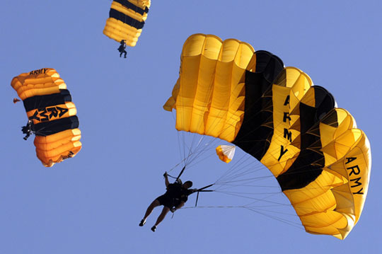 Landscape_profile_u.s._army_golden_knights_parachute_team_at_2007_military_games_website